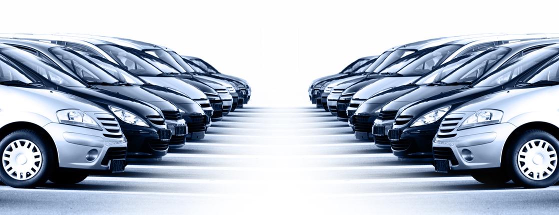 Moderne Autos in einer Reihe